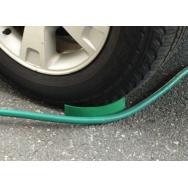 The Hose Slide - 2 Pack - zarážky proti zasekávání hadice a kabelu pod pneumatikami, 2 ks